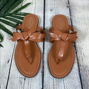Tod's Leather Sz 7.5 Bow Detailed Thong Sandals